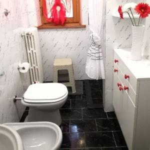 Dettaglio specchio del bagno 2 - Chianti Best House - casa con 4 camere da letto