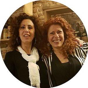 La migliore casa vacanze nel Chianti -Due sorelle proprietarie di Chianti Best House che sorridono